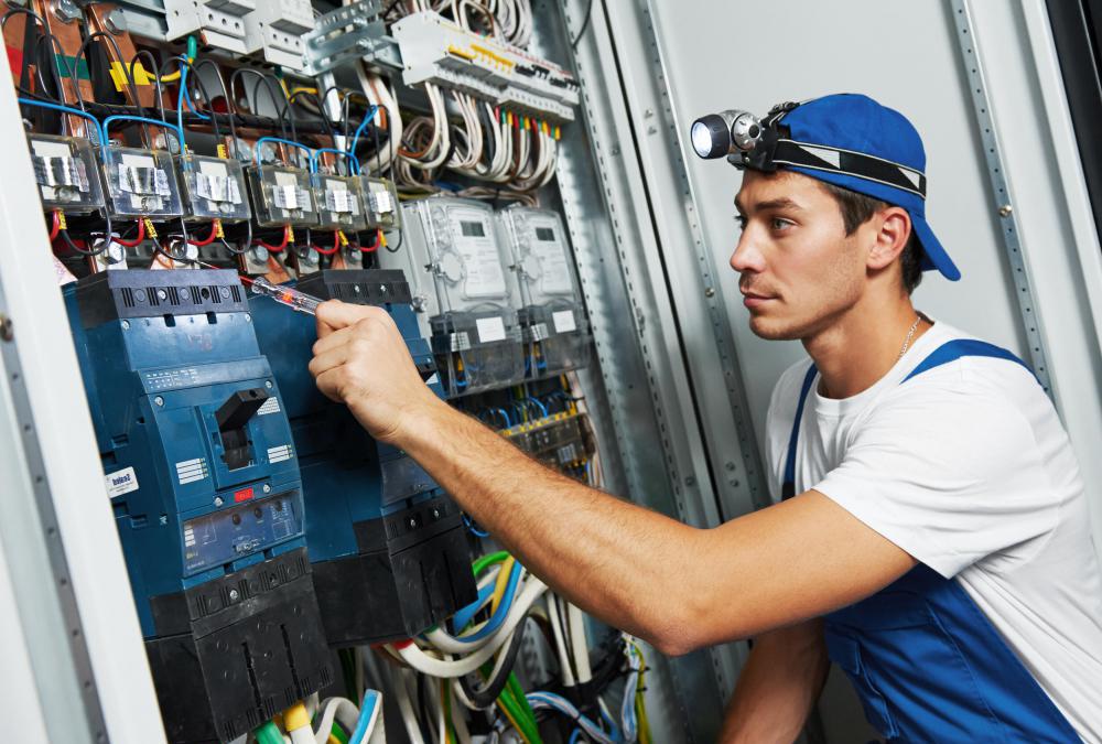 Nghề điện công nghiệp học gì và làm gì?